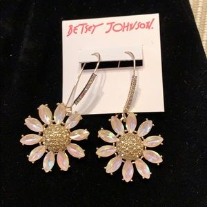 NWT Betsey Johnson Earrings. Sparkling daisies!